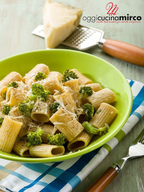 piatto di pasta con broccoli
