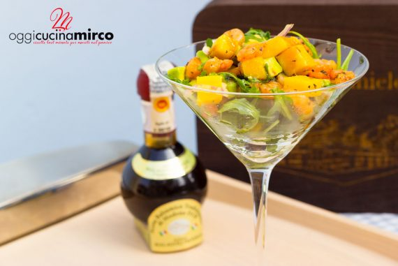 gamberi con mango e avocado, cocktail