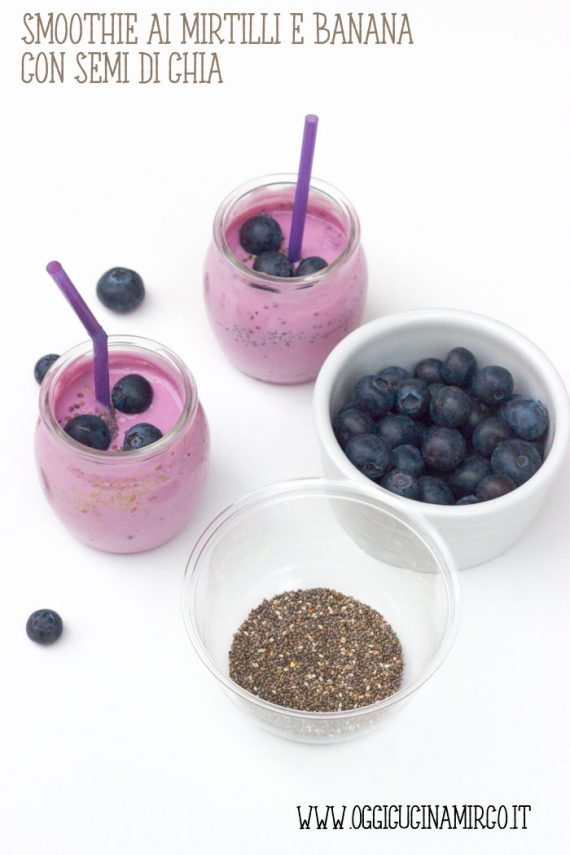 Smoothie ai mirtilli e banana con semi di chia