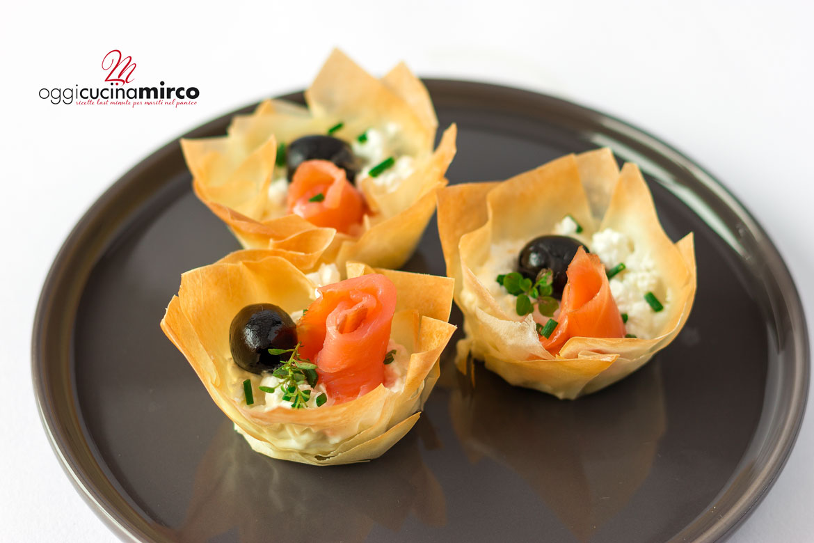 Phyllo cupcakes with smoked salmon